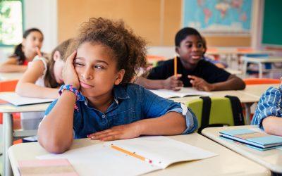 Estas son las señales que te indicarán que es momento de cambiar a tu hijo de colegio.